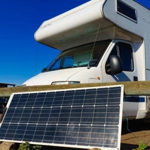 camper met zonnepaneel